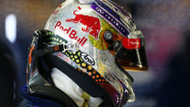 F1 considering ban on helmet livery changes