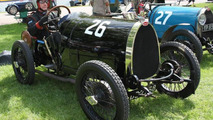 1924 Bugatti T13 worth 250,000 GBP crashes, driver goes for a beer afterwards [video]