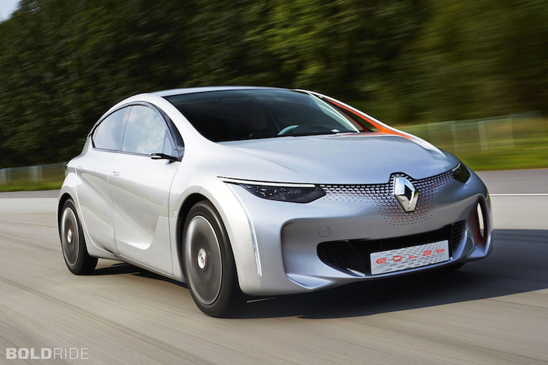 Renault Eolab Hatchback Gets 235 MPG, And Looks Good Doing It
