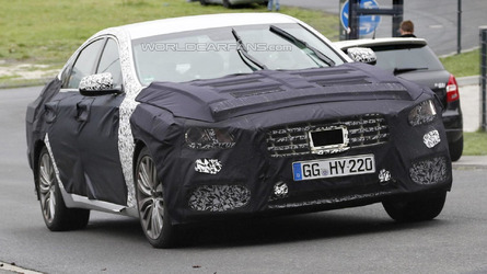 Genesis G80 spied in motion, will replace the Hyundai Genesis [video]