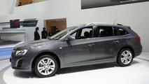 Chevrolet Cruze Station Wagon live in Geneva 06.03.2012