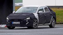 Photos espion - La Hyundai i30 Fastback cache encore son postérieur