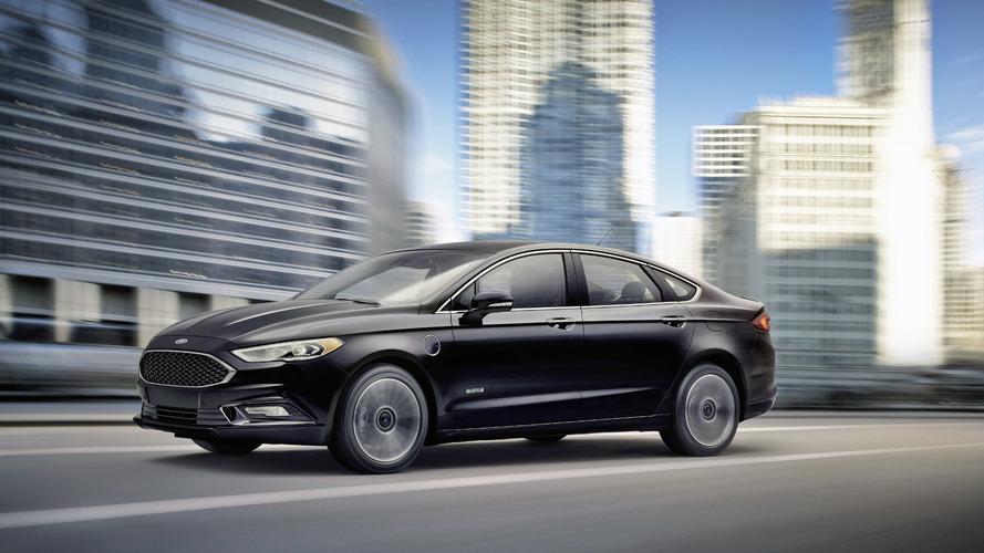 2017 Ford Fusion Energi plug-in hybrid ups total range to 610 miles