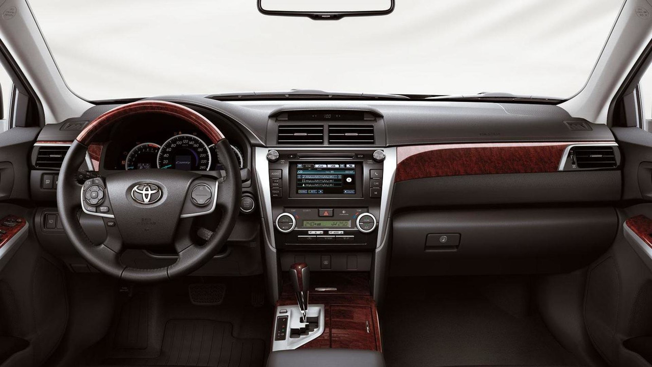 2012 Toyota Camry international version - 26.8.2011