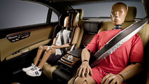 Mercedes introduces inflatable rear seat belts