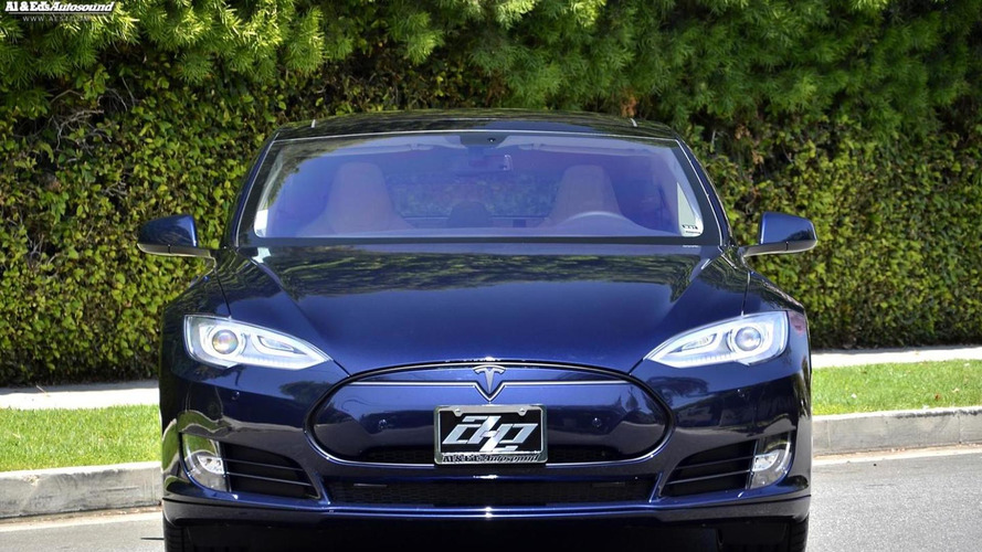 Tesla Model S loses all of its chrome