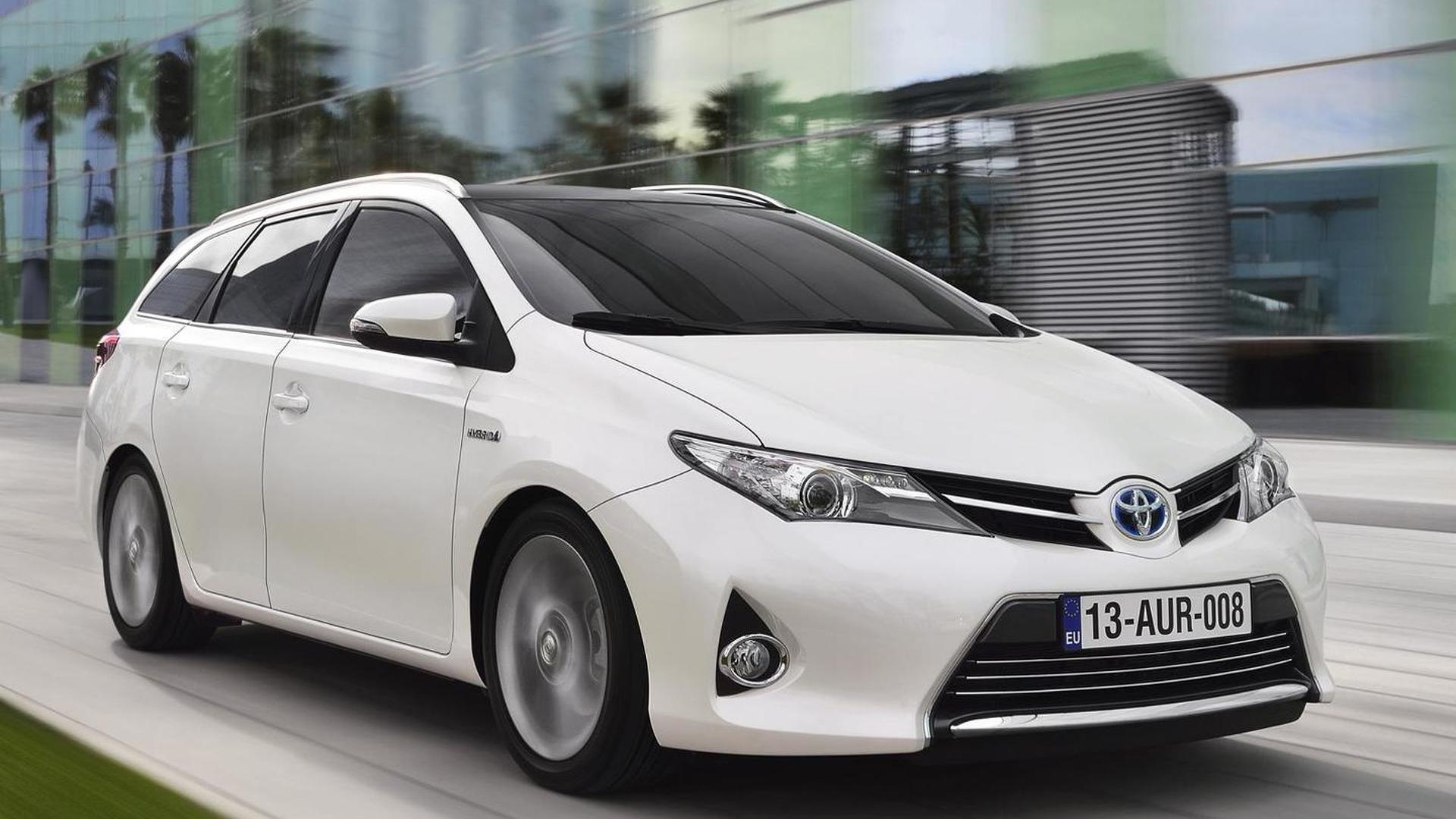 2013 Toyota Auris Touring Sports detailed