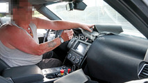 2017 Land Rover Discovery spy photos with interior