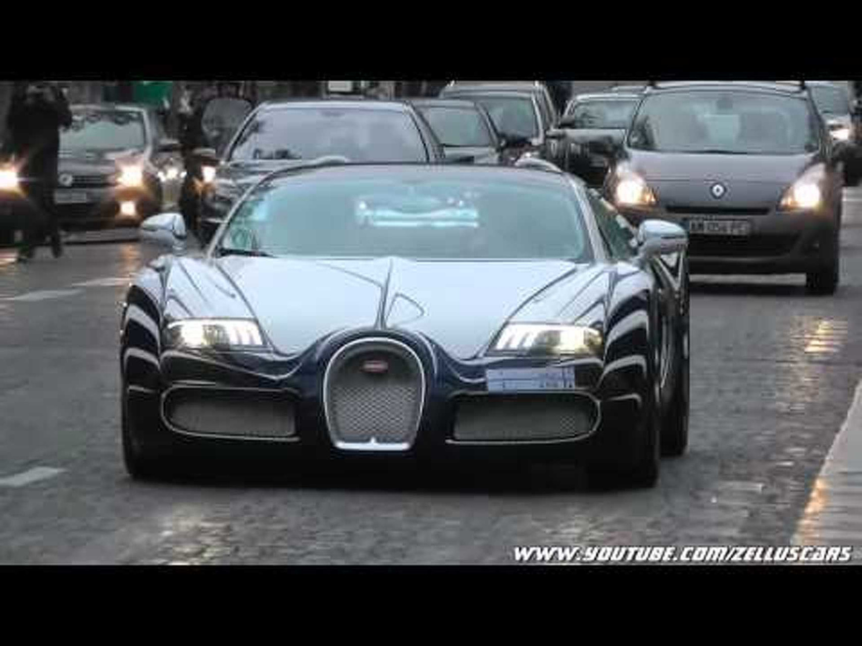 Bugatti Veyron L'Or Blanc on the road in Paris !! Start up and accelerate