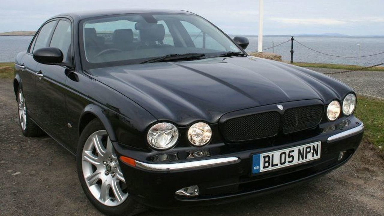 Jaguar XJ travels 1000 miles on 1 tank
