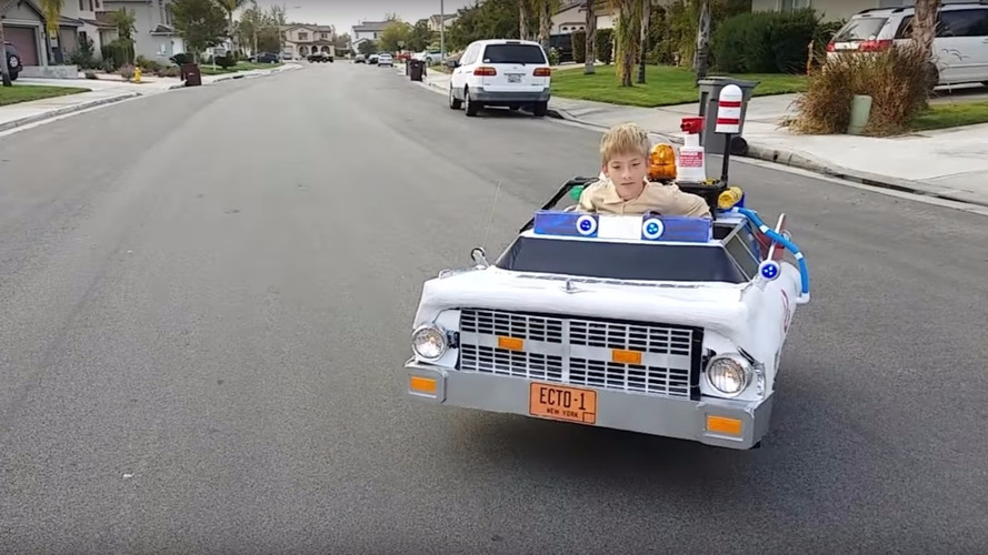 Kid wins Halloween with Ecto-1 wheelchair costume