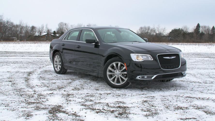 2016 Chrysler 300 | Why Buy? Headliner