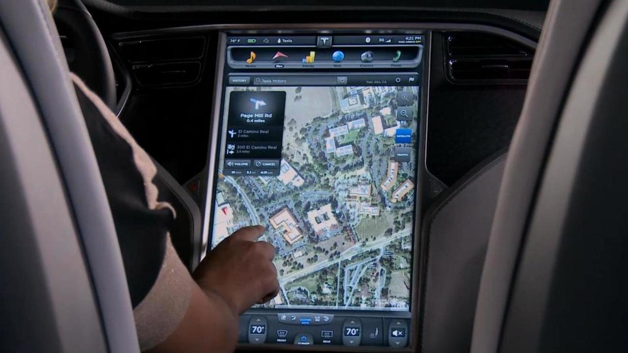 Tesla Model S navigation
