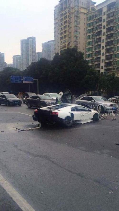 Lamborghini Murcielago SuperVeloce brutally crashed in China