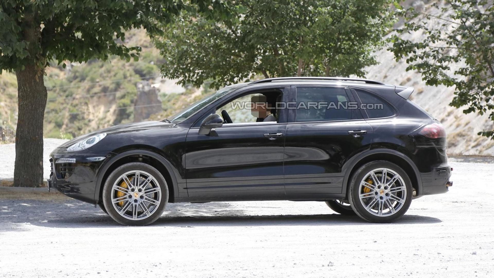 2015 Porsche Cayenne spied testing in Southern Europe