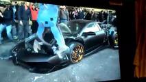 Une Lamborghini détruite à la pelleteuse par les autorités taïwanaises