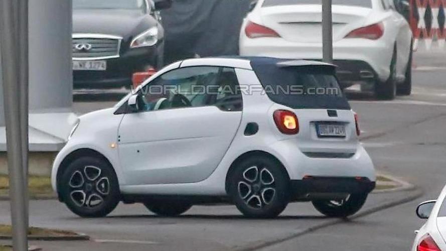 Smart ForTwo Cabrio makes spy photo debut