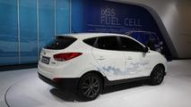 Hyundai ix35 Fuel Cell live in Paris 27.09.2012