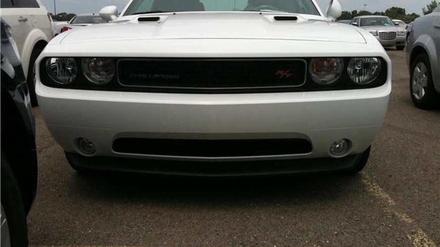 2011 Dodge Challenger minor facelift spotted undisguised