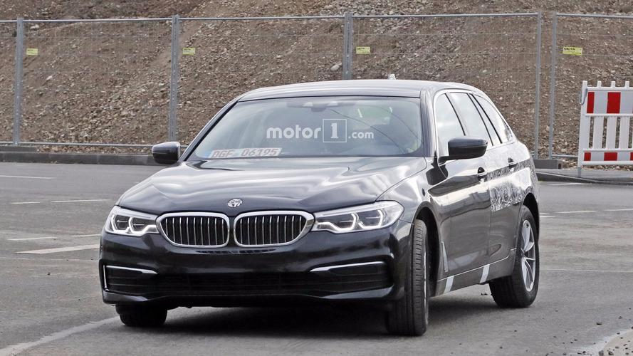 2017 BMW 5 Series Touring spy photos