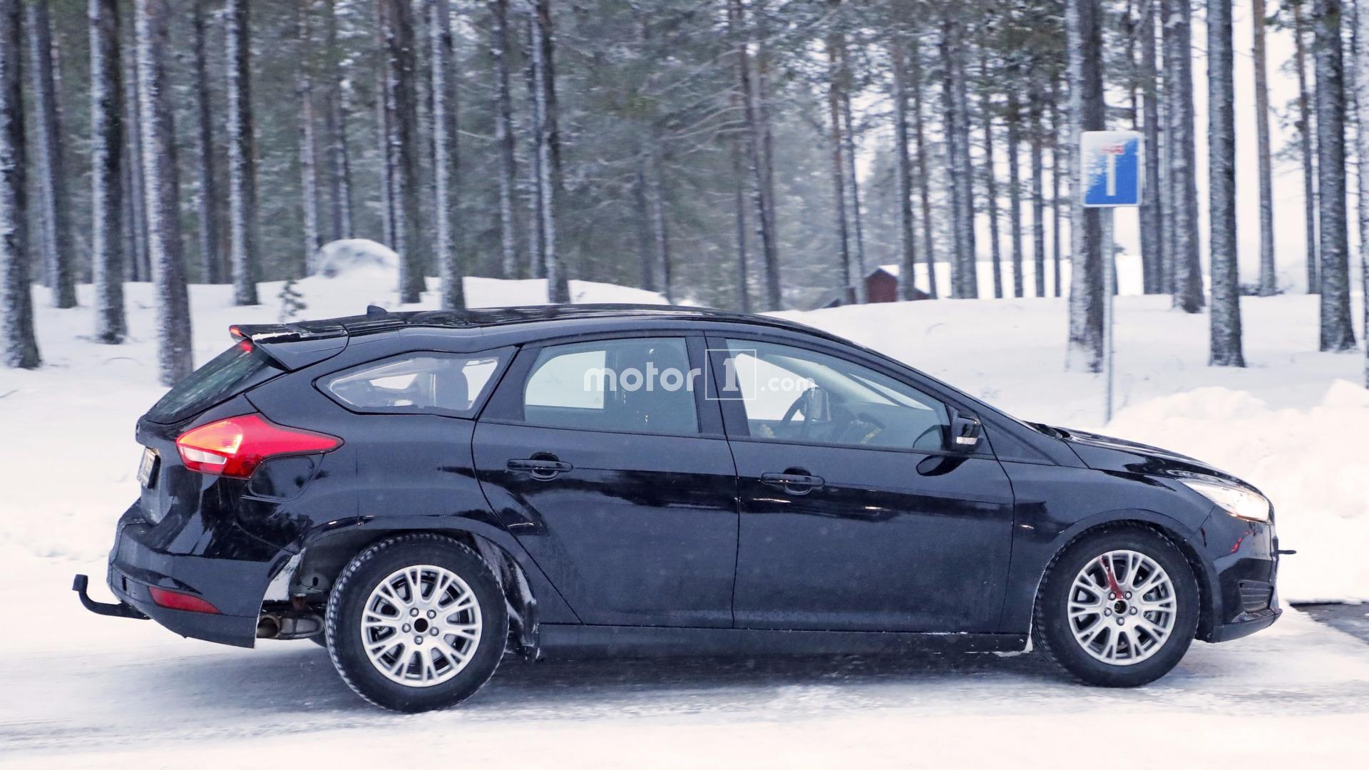 2019-ford-focus-wagon-test-mule-spy-photo.jpg