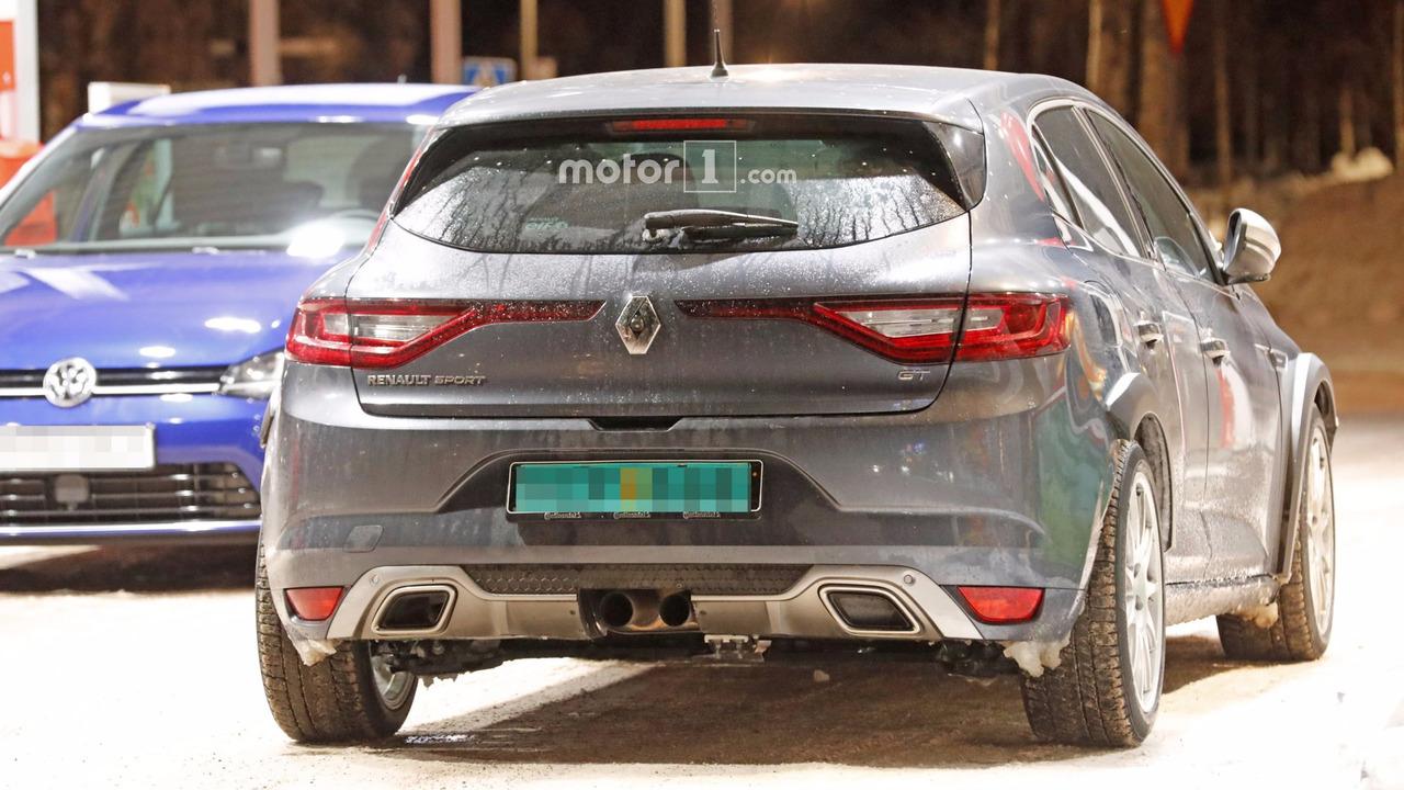 2017 - [Renault] Megane IV R.S. - Page 4 2018-renault-megane-rs-spy-photo