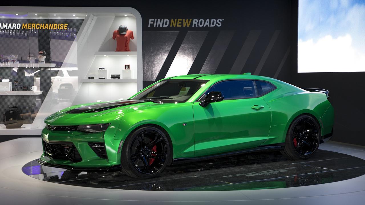 2016 - [Chevrolet] Camaro VI - Page 6 2017-chevy-camaro-track-concept
