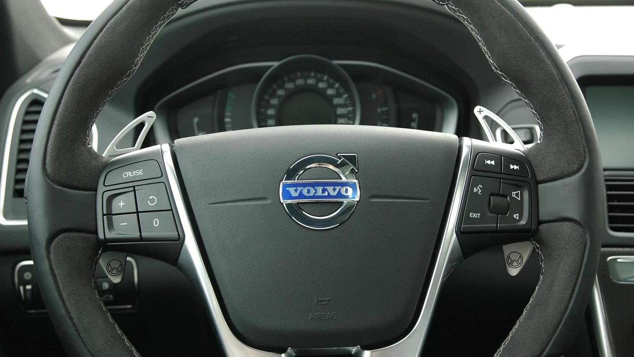 Volvo V40 Cross Country by Heico Sportiv