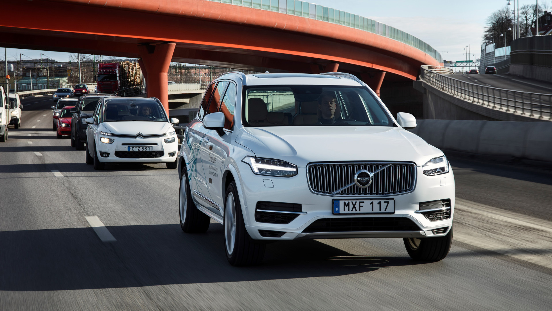 Volvo to give 100 autonomous cars to UK families for driving trial
