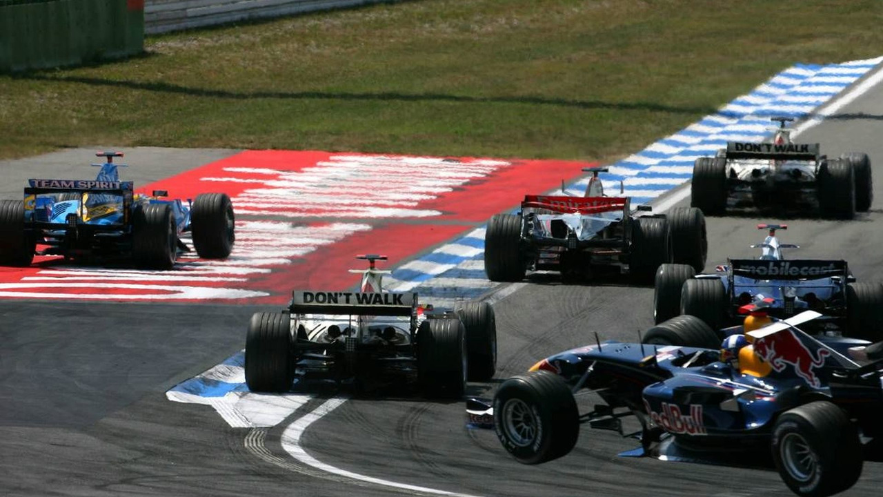 David Coulthard (GBR), Red Bull Racing RB2, is flying through the air, German Grand Prix, 30.07.2006 Hockenheim, Germany