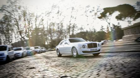Photo Shoot: 2016 Bentley Mulsanne Speed [video]