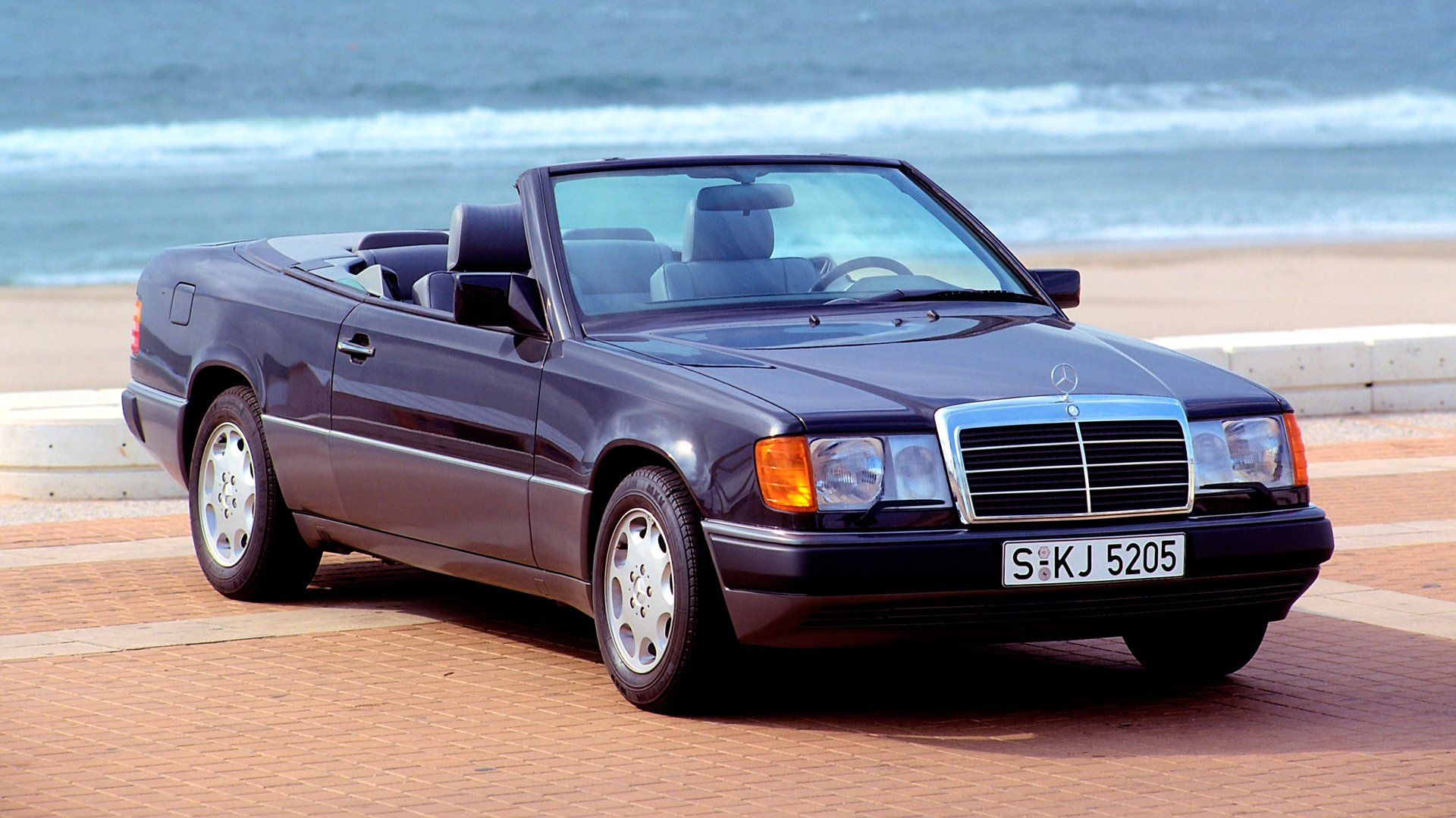 Mercedes marks 25 years since 124 series e class cabriolet for New e series mercedes benz