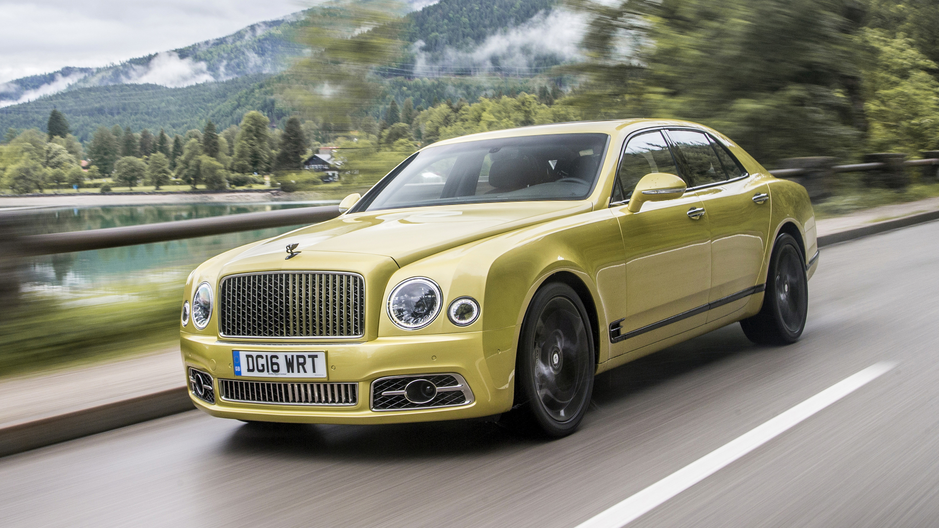 First Drive 2017 Bentley Mulsanne Motor1 Com