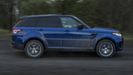Range Rover Sport SRV goes 0-62 mph in 5.5 sec on grass and sand