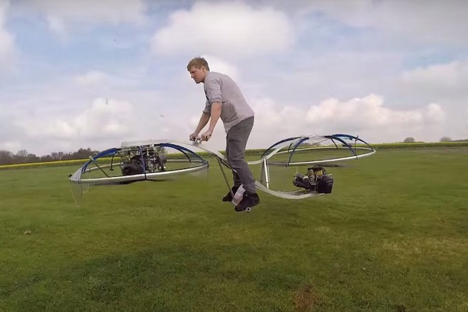 This Homemade Hoverbike Looks Like the Most Fun Way to Get Injured