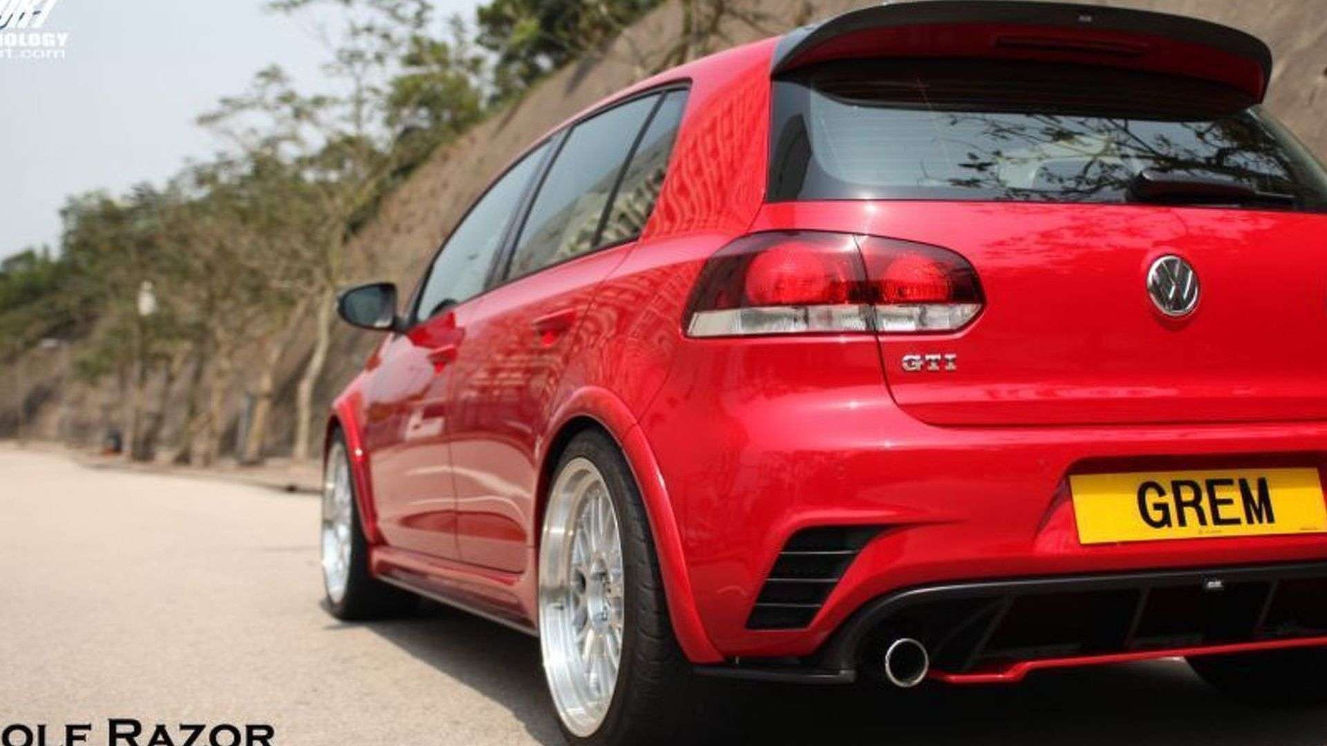 REVOZPORT's VW Golf VI GTi Razor