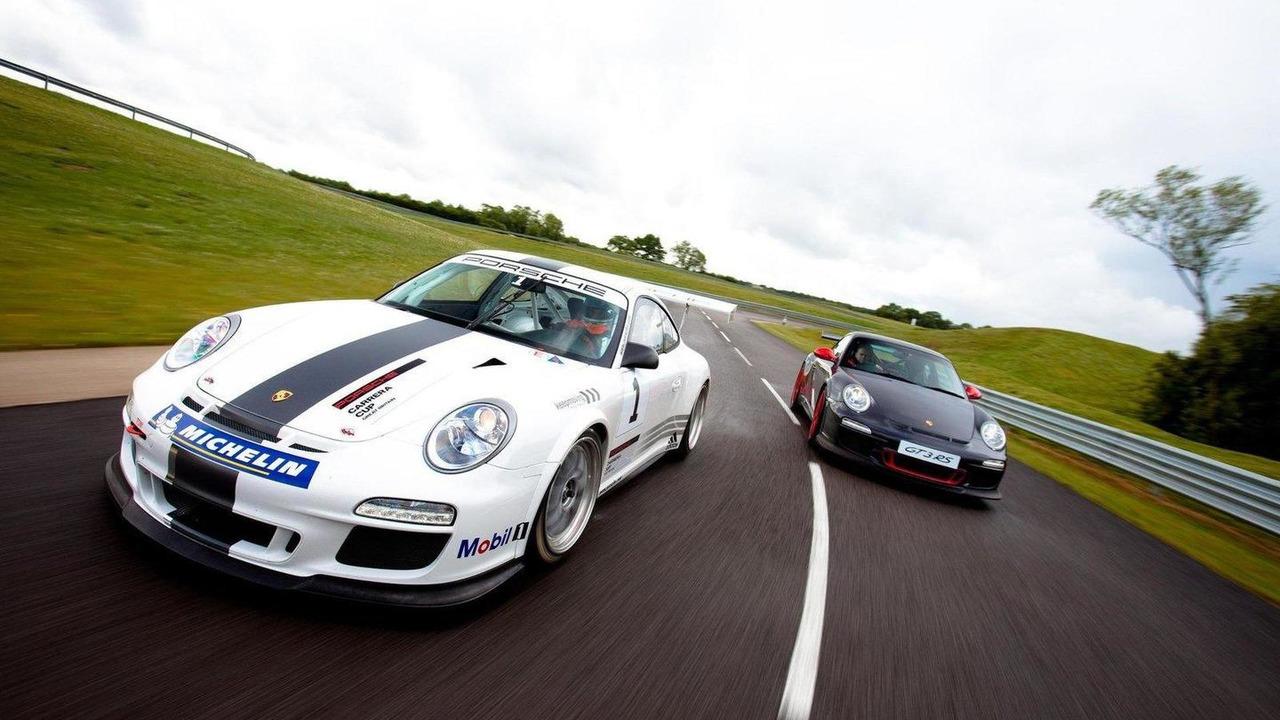 2011 Porsche 911 GT3 Cup race car and 911 GT3 RS road car, 1600, 26.10.2010