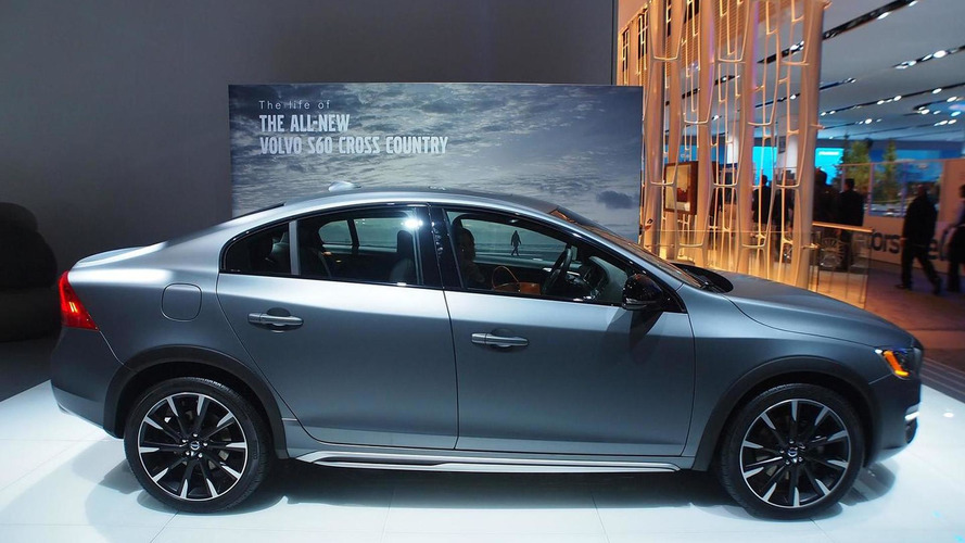 Volvo S60 Cross Country makes world debut in Detroit