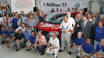 Personnel in front of the vehicle: One million T5
