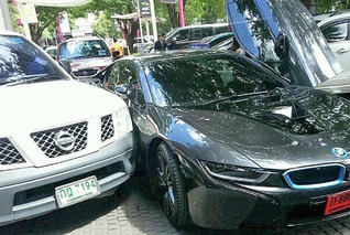 BMW i8 Crash in Thailand is World's First