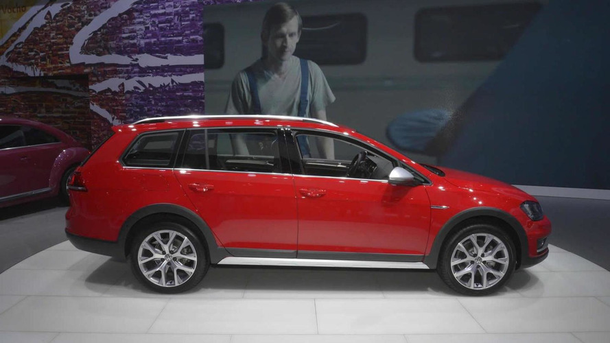 Volkswagen Golf SportWagen Alltrack brings rugged body to NY, goes on sale in 2016