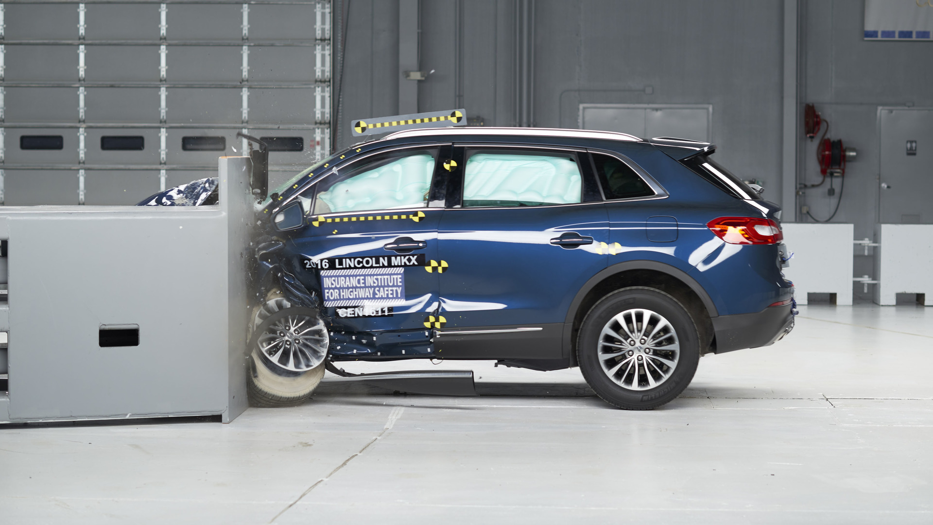2016 Lincoln MKX crashes its way to Top Safety Pick+ rating