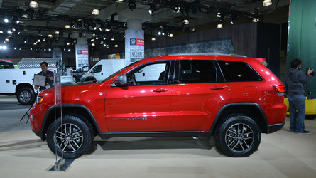 2017 Jeep Grand Cherokee Trailhawk and Summit debut in NYC