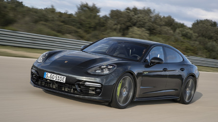 2018 Porsche Panamera Turbo S E-Hybrid unleashes 680 hp and 627 lb-ft