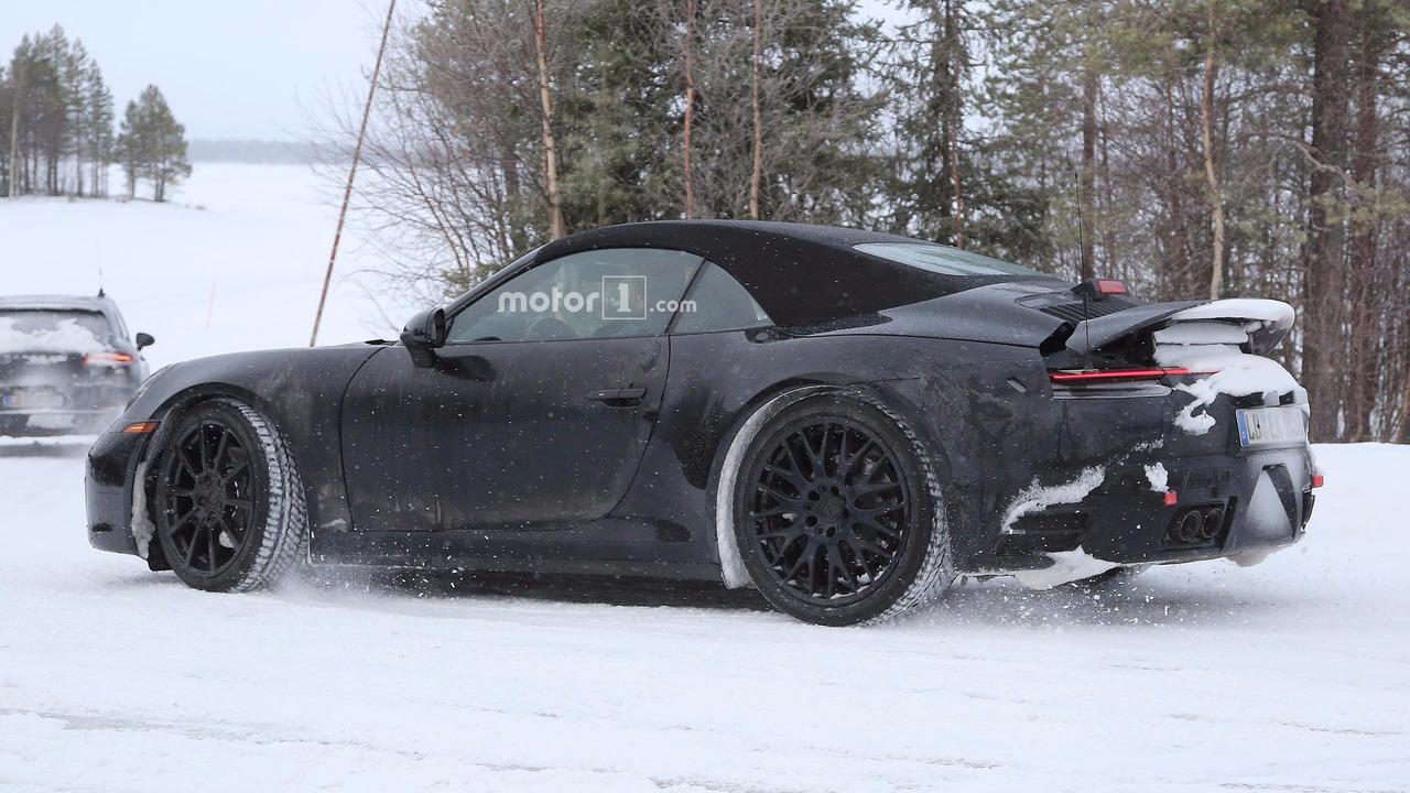 2019-porsche-911-cabriolet-spy-shots