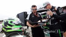 Nico Hulkenberg, Sahara Force India F1 with Bradley Joyce, Sahara Force India F1 Race Engineer on the grid