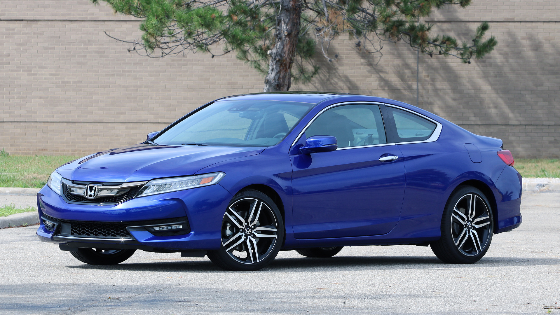 Review: 2017 Honda Accord Coupe V6 | Motor1.com