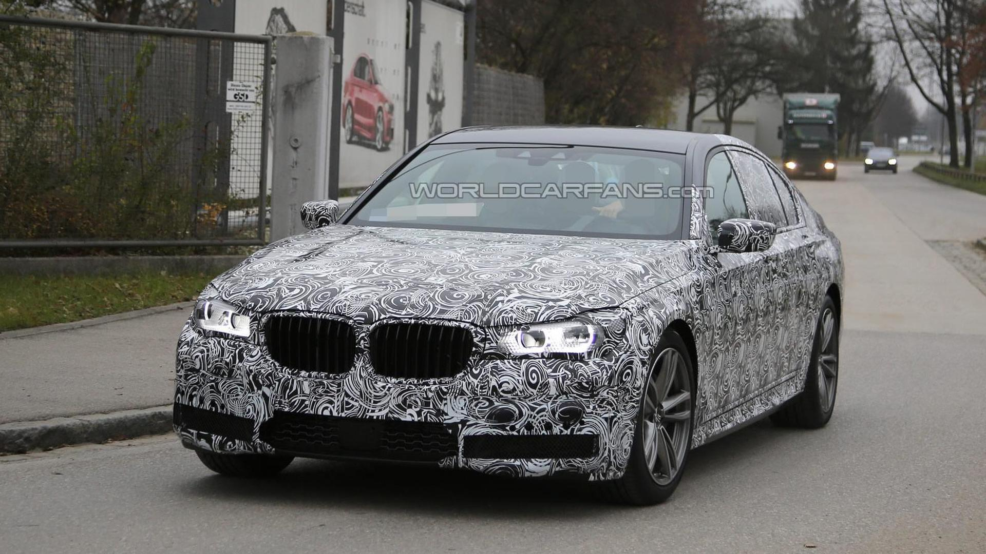 Next generation BMW 7-Series spied up close wearing production body