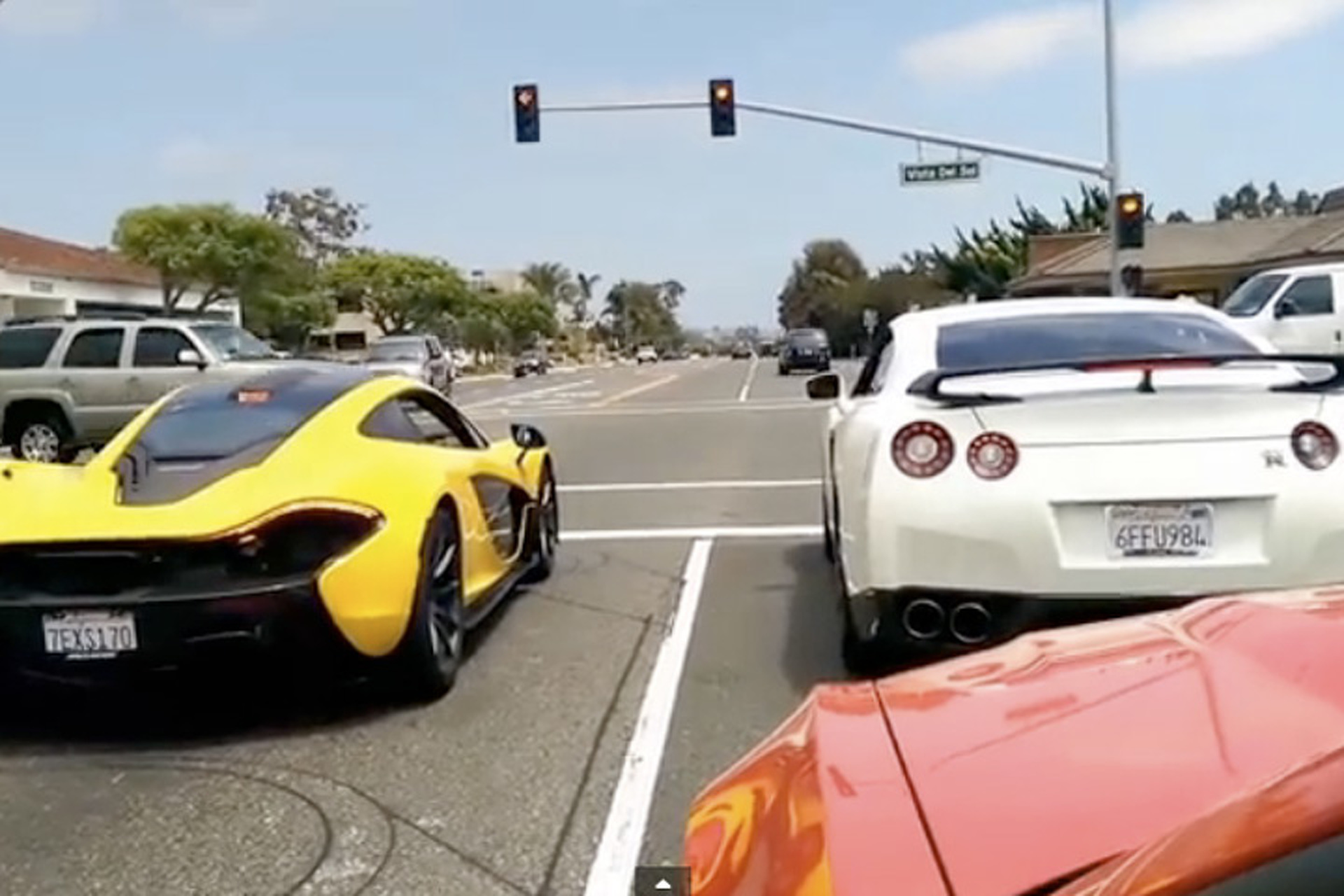A McLaren P1 and Nissan GT-R Showdown at a Stoplight [Video]