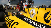 Renault uses Twitter to dismiss F1 rumours